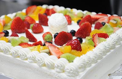 「パティスリー1904」でナカメサロンの特注特大お祝いケーキをつくっていただきました。