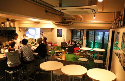 「NAKAMEGURO NIGHT PARK」は手頃で美味しい料理とお酒を、気軽にワイワイ楽しめる大人のための公園のようなバル。