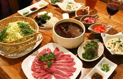 「KA・KU・RA 香食楽」ポッカポカ冬メニュー薬膳カレー鍋はラム肉をカレーでしゃぶ×2!