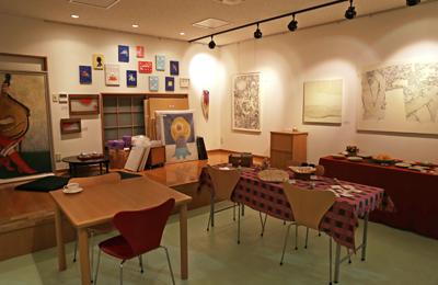 「ギャラリー比企 produced by Picaresque」若手アーティストの作品を中心に取り扱う週末限定ギャラリー。