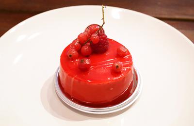 「LA GLYCINE」ジュエリーのように美しく繊細な洋菓子と、それを丁寧に作り上げるステキモテキなシェフは要チェック!